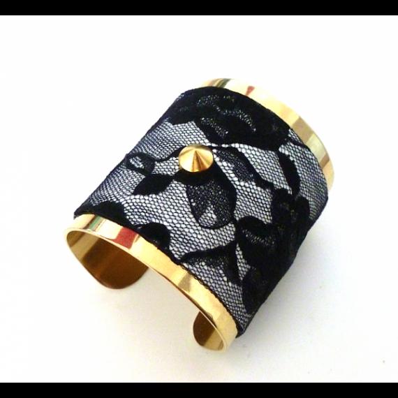 By Lis - custom-glamour-dentelle-noir-sur-cuir-blanc-et-clou-dore