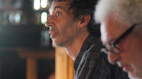 Eric Elmosnino, derrière Serge Valletti