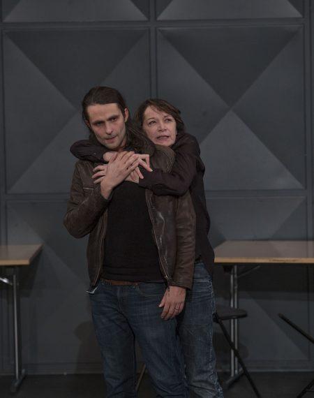 Julien Gauthier (Oreste) et Elizabeth Macocco (Electre) © Michel Cavalca