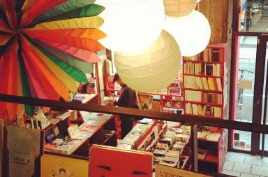 les livres à l'intérieur de la librairie Ouvrir l'oeil