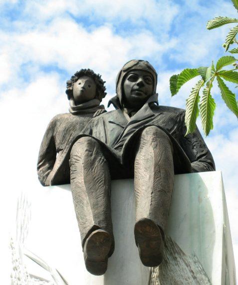 statue Saint Exupéry et le Petit Prince (crédit : Gre-kun)